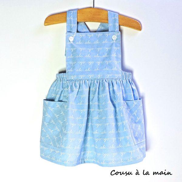 Robe bébé à Bavette Imprimé à Motifs sur Fond Bleu